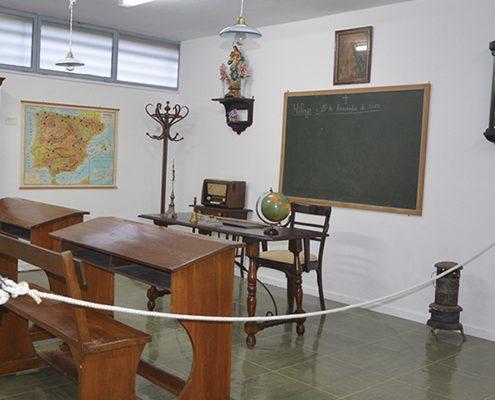 El instituto Gerald Brenan organiza una exposición dedicada a la escuela antigua