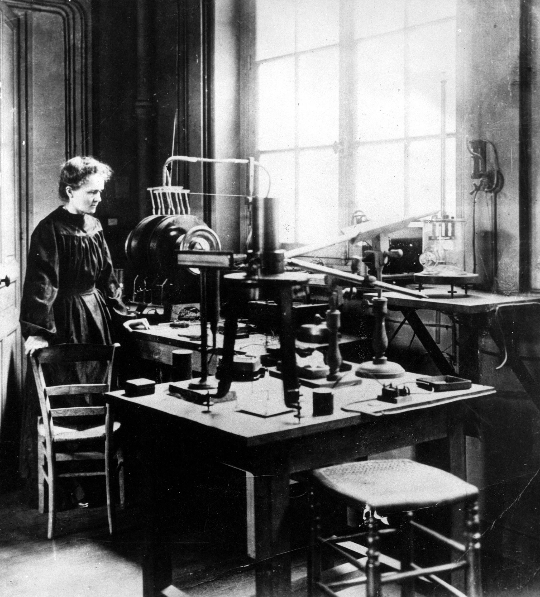 Marie Curie en su laboratorio